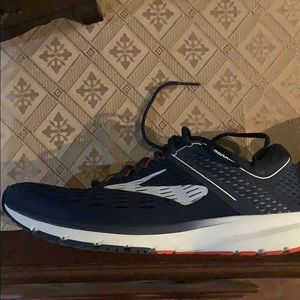 Size 11 Brooks Ravenna 9 Running Shoes